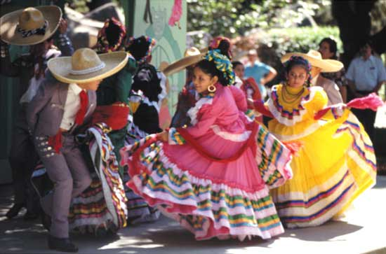 Children in traditional dress celebrate Cinco de Mayo; © Lawrence Migdale